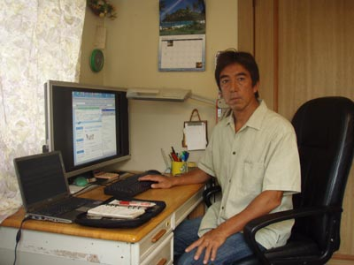This is Masaru Shimbo, an owner. (It is working with a personal computer.)