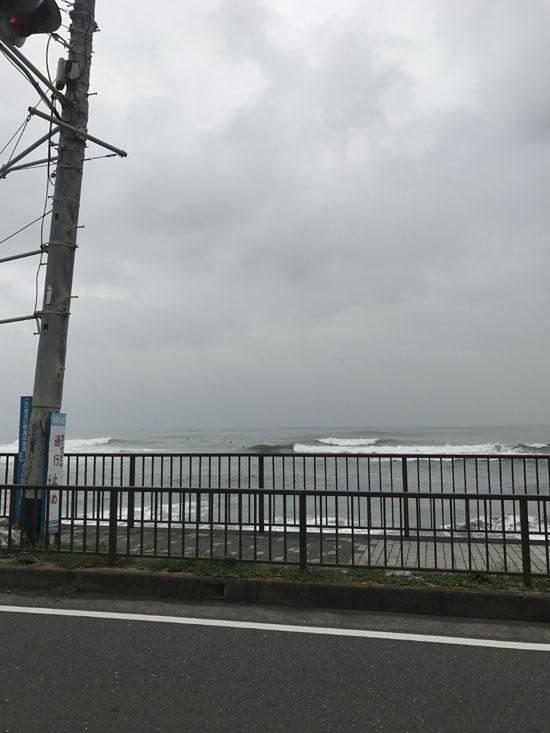 台風スウェルで波乗り