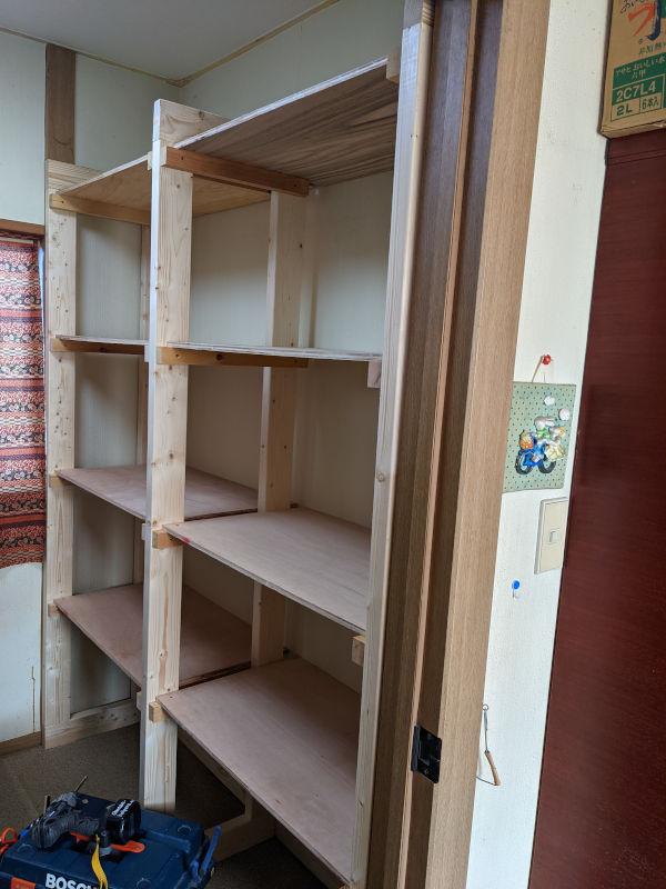部屋のスペースにぴったり合わせた棚
